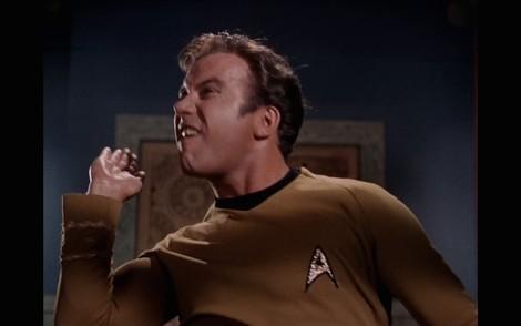 Schlechten Tag gehabt? Einfach eine halbe Stunde Captain Kirk ohrfeigen und alles wird gut.