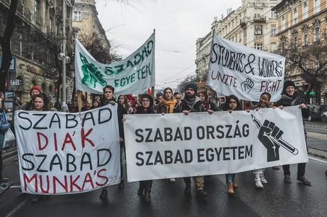 Orbáns Ungarn, ein verhafteter Student und die Spaltung der westlichen Welt
