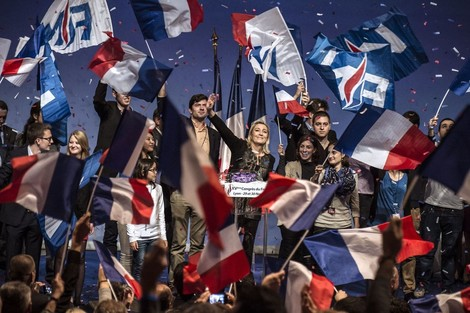Eine russische Bank lieh Marie Le Pens Partei 9,4 Millionen Euro – dann wurde es dubios(er)
