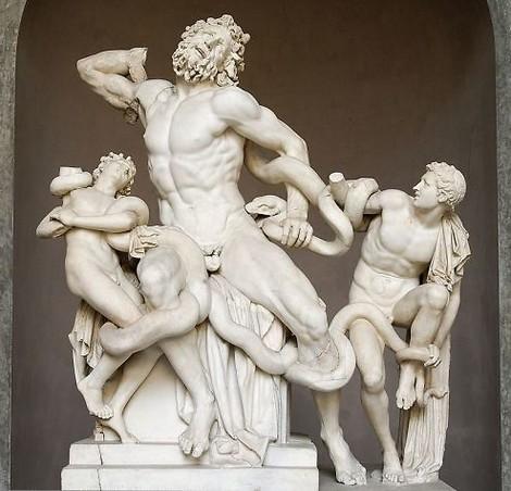 Warum Männer-Statuen oftmals einen kleinen Penis haben