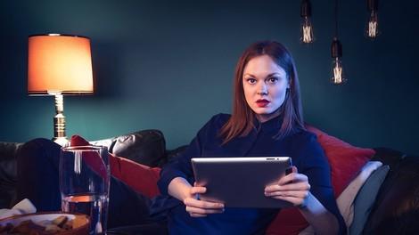 Eine tiefe Analyse von Russian Doll auf Netflix und dazu wie Serien zu Games werden