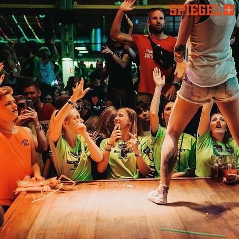 Reportage: Bier sind das Volk! (auch Ballermänner sind Menschen)
