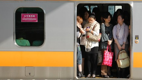 """""""Weglächeln, aushalten"""" – #metoo in Japan"""