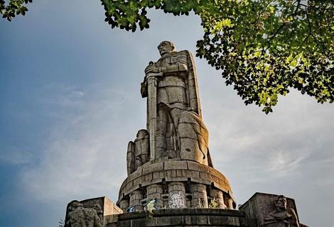 Unpiq: Was sagte Bismarck zu seinen Denkmälern? Warum rissen die Alliierten sie nach 1945 nicht ab?