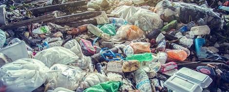 Industrie gegen Plastikvermüllung -  ! ?