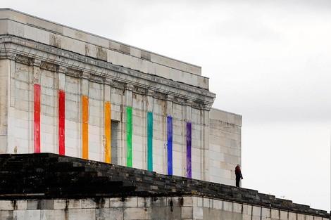 Geniale Kunst-Intervention auf dem Reichsparteitagsgelände