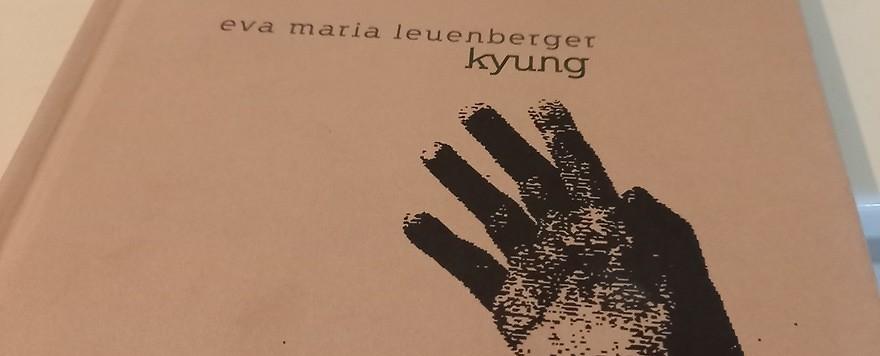 """Eva Maria Leuenbergers Buch """"kyung"""", ein postkoloniales Triptychon"""